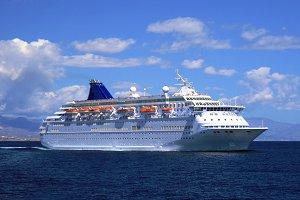 Modern cruise sailing