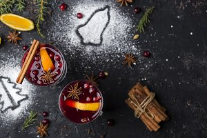 hot mulled wine with cinnamon, cardamom and anise