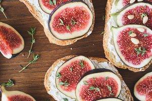 Figs and goat cheese bruschetta