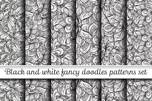 Black and white doodles patterns set