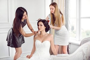 Bride's make-up hairstyle preparation