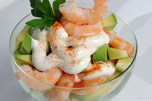 Shrimp with avocado yogurt