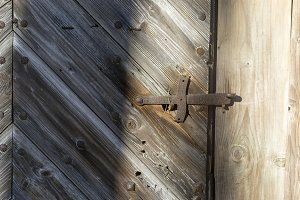 Metal bolt on the gate
