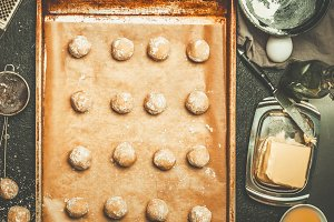 Baking tray with dough balls