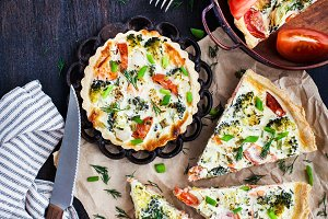 Quiche with salmon and vegetables