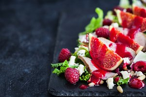 Salad with fresh figs and duck meat