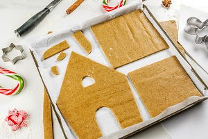 Making gingerbread Christmas house
