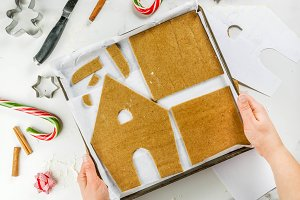 Making a gingerbread Christmas house