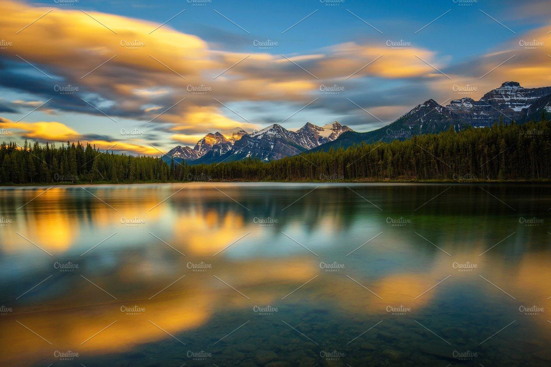 Sunset over Herbert Lake in Banff National Park, Alberta ...