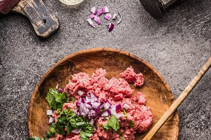 Raw minced meat stuffing