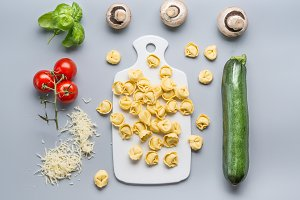 Raw Tortellini with vegetables