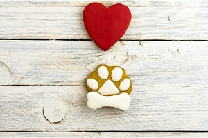 Gingerbread in the shape of a dog's paw and red heart.