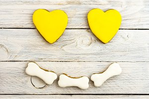 A composition of gingerbread in the shape of a smile. Yellow heart.