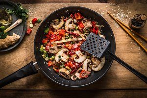 Frying pan with roasted vegetables