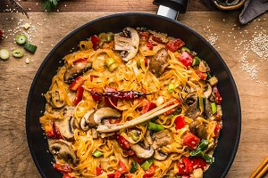 Vegetables noodles with creamy sauce