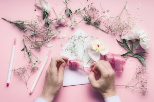Hand making floral decoration