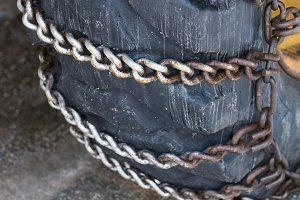 Chained snow tyres