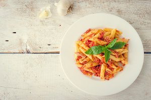 Penne pasta with tuna and basil
