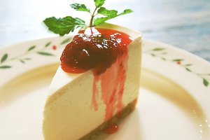 Cheesecake and berry sauce