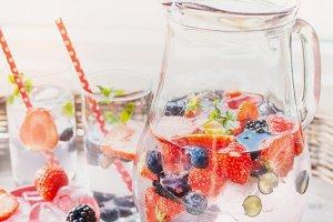 Berries summer drinks
