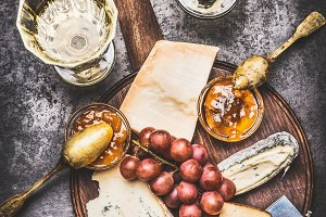 Cheese with honey and white wine