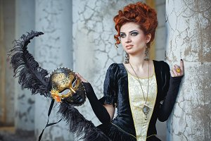 Red-haired lady with mask