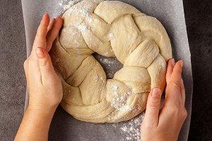 round braided challah bread