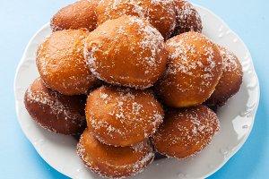 round jelly doughnut sufganiyah