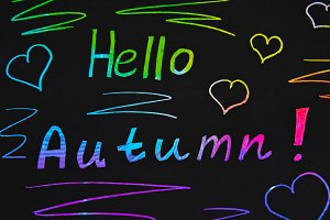 Black plate with colored text. The inscription is hello autumn.