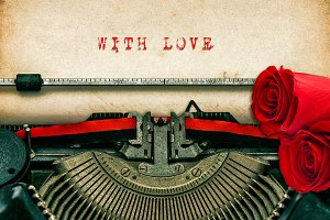 Vintage typewriter and red roses