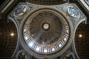 Photo of the dome of St. Peter's Cathedral from the inside.