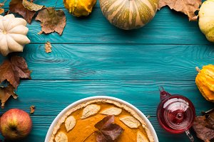 Green autumn background with pumpkin pie