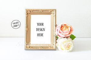 Gold frame mockup-Smart object
