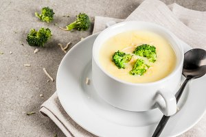 Broccoli, cheese and chicken soup