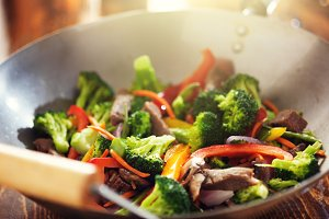wok stir fry with beef and veggies