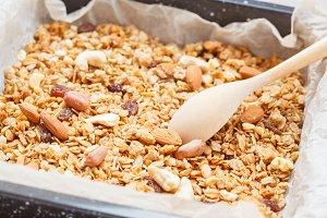 Baked oats granola