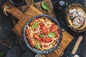 Spaghetti with tomato and basil