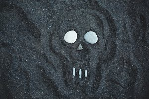 drawing of the skull on the black sand