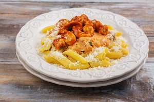 Cooked italian pasta with chicken and tomato sauce