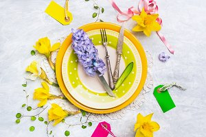 Spring table setting decoration