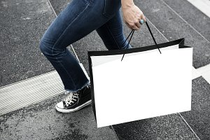 Woman carrying a shopping bag(PNG)