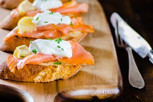 smoked salmon on toasted bread