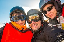 Selfie family winter vacations, ski