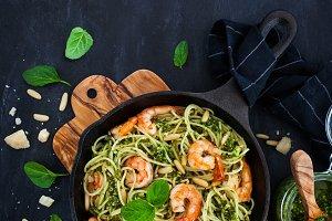 Spaghetti with prawns and pesto