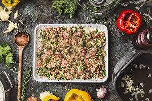 Meat stuffing with kale and rice