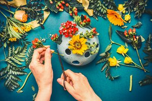 Hand making autumn flowers decor