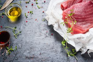 Tuna steaks with cooking ingredients