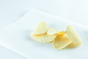 potato chips on tissue.