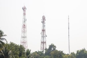 Telecommunications transmission towe