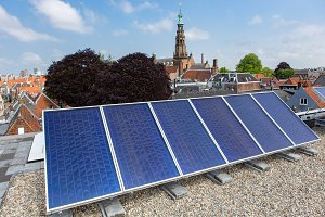 Solar pannels on a roof in Leiden.